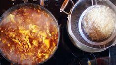 Selbstgemachtes Curry kombiniert mit lockereren Basmatireis, frischen Möhrensalat, Zitronenrelish, Papadams, indischen Fladenbrot und einem kühlen Bier. Das perfekte Essen schnell und einfach!