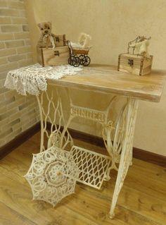 Рабочий столик из швейной машинки