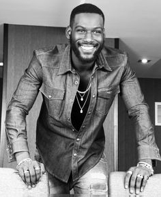 Kofi Siriboe Good Lord this man is beautiful My Black Is Beautiful, Gorgeous Men, Beautiful People, Beautiful Smile, Beautiful Boys, Kofi Siriboe, Fashion Business, Chocolate Men, Black Boys