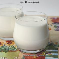 mandlové mléko - Ingredience: 80 g mandlí v suchém stavu (po nabobtnání kolem 100 g ) 700-750 ml filtrované vody (popř. jiné kvalitní vody bez chlóru) Glass Of Milk, Smoothies, Food And Drink, Gluten Free, Nutrition, Vegan, Cream, Drinks, Recipes