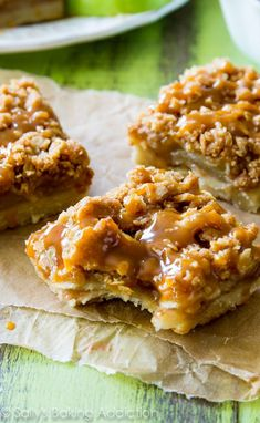 These Salted Caramel Apple Pie Bars are mind-blowing delicious! So much easier to make than an entire apple pie, too. Recipe by sallysbaking...