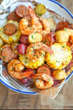 I plan on making this next Family dinner! Just no sausage! Shrimp Boil Foil Packets - Easy, make-ahead foil packets packed with shrimp, sausage, corn and potatoes. It's a full meal with zero clean-up! Grilling Recipes, Fish Recipes, Seafood Recipes, Dinner Recipes, Cooking Recipes, Healthy Recipes, Healthy Meals, Sausage Recipes, Recipies