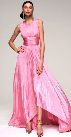 OSCAR DE LA RENTA - this style looks great on everyone - pink, flowing, beautiful Beauty And Fashion, Pink Fashion, Fashion Shoes, Beautiful Gowns, Beautiful Outfits, Pink Dress, Dress Up, Mode Rose, Mode Glamour