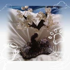 """Arbre du Bonheur """"Cristal de Roche"""" Moyen modèle  Ces arbres sont le symbole de la vie, du lien entre la terre et l'infini céleste. Ils sont porteurs de renouvellement et de métamorphose des énergies d'un lieu.  Cet arbre est à gagner dans un jeu concours à l'adresse qui suit : https://www.facebook.com/pages/ClarenceEsoterisme/1628894617337758"""