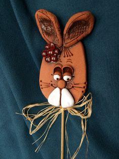 Velikonoční zajíčci do květináče / Zboží prodejce keramika majka | Fler.cz Origami, Kindergarten, Clay, Christmas Ornaments, Holiday Decor, Ceramic Animals, Pottery Ideas, Bunny, Easter Activities