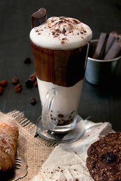 I dream of such coffee with chocolate. Coffee Latte, My Coffee, Coffee Drinks, Coffee Time, Coffee Cups, Coffee Barista, Smothie, Chocolate Cafe, Pause Café