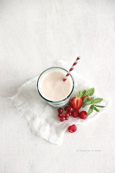 milkshake au lait d'amande pêche fruits rouges