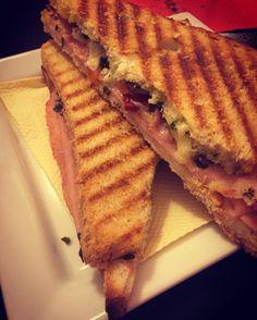 Super Tosto Prosciutto cotto Bagnetto verde Brie Maionese  Peperoncino giallo e rosso #EPICTOAST