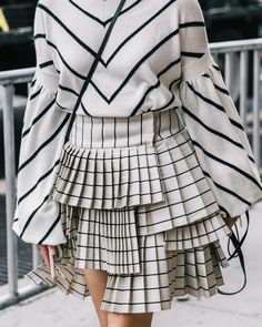Super Fashion Week Street Style Skirt Black And White Ideas Street Style New York, Looks Street Style, Street Style Trends, Fashion Details, Look Fashion, High Fashion, Winter Fashion, Ny Fashion, Fashion Women