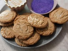 """Brown Butter Honey Cookies (Fridays with Delilah) - Trisha Yearwood, """"Trisha's Southern Kitchen"""" on the Food Network. Brown Butter Cookies, Honey Cookies, Bar Cookies, Just Desserts, Delicious Desserts, Yummy Food, Healthy Food, Baking With Honey, Cookie Brownie Bars"""