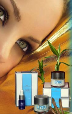 Rellenador Arrugas Utsukusy; FILLING WRINKLES, es un nuevo activo cosmético de extracto de una PROTEÍNA DE BIOSÍNTESIS, TOXINA BUTOLINIKA que se extrae de la SOJA y el BAMBÚ.