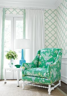 66 Ideas for wallpaper living room green chinoiserie chic Palm Beach Decor, Tropical Home Decor, Beach House Decor, Tropical Furniture, Tropical Interior, Tropical Colors, Coastal Decor, Interior Design Trends, Interior Decorating