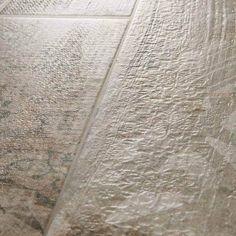 Marks Maori Gunmetal Vintage Ματ Πλακάκι Δαπέδου Τύπου Ξύλου με Σχέδια 14χ84 - FloBaLi #bathroomtiles #woodtiles #tiles #tilestyle #tile #tiledesign #tilestyle Hardwood Floors, Flooring, Vintage, Design, Home Decor, Maori, Wood Floor Tiles, Decoration Home, Room Decor