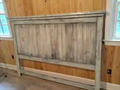 Pallet Furniture DIY Pallet Wood Farmhouse Style Headboard - This DIY pallet headboard is here to inspire you and has been white washed for an elegant farmhouse styled, distressed and shabby chic look! Dismantle the Pallet Headboard Diy, Decor, Furniture Diy, Wood Pallets, Farmhouse Headboard, Pallet Furniture Designs, Headboard Styles, Wood Diy, Home Decor