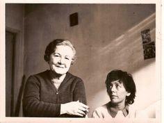 Alejandra Pizarnik y su madre. ca. 1971. Foto de Ana Becciú.