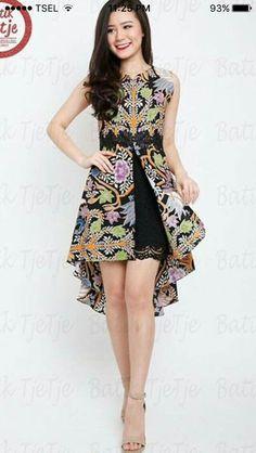 Asymmetrical batik dress with black lace accents Simple Dresses, Beautiful Dresses, Nice Dresses, Model Dress Batik, Modern Batik Dress, Rok Batik Modern, Dress Batik Kombinasi, Mode Batik, Amarillis