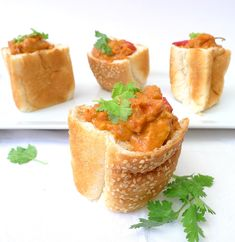 Easy recipe for Chicken Bunny Chow Ingredients 1 packet Sasko Buddy Sesame Special Bread 2tbsp oil 2 cloves Garlic (chopped) 1 red chilli (deseeded and sliced) 2tsp garam masala 2tsp paprika ½tsp salt 1 can chopped tomatoes 250ml cream 4 chicken breasts (diced) Fresh coriander to serve (optional) How to Put a saucepan on medium … Gluten Free Chicken, Easy Chicken Recipes, Healthy Family Meals, Healthy Snacks, Delicious Desserts, Yummy Food, Diced Chicken, Red Chilli, Fresh Coriander