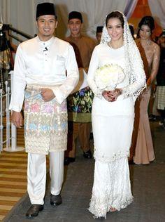 Scha's Bohemian Wedding Dresses, Modest Wedding Dresses, Bridal Dresses, Wedding Outfits, Gold Wedding Theme, Wedding Bells, Dream Wedding, Malay Wedding Dress, Akad Nikah