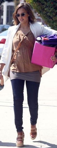 Who made Jessica Alba's jeans and sunglasses that she wore in Santa Monica on May 26, 2011?