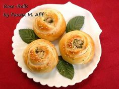 Pretty Rose Rolls made with chicken filling.  Would be awesome made with apple cinnamon filling too!