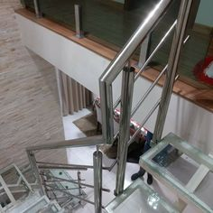 Modern Stair Railing, Staircase Railings, Modern Stairs, Railing Design, Ghulam Ali, Grill Design, Fishing Knots, Steel Furniture, Balconies