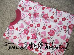 Towel Bib Tutorial - This is a good one. I had pinned another one and noticed they had taken the tutorial down. I made these for my girls when they were small. Sewing Projects For Kids, Sewing For Kids, Baby Sewing, Diy Projects, Toddler Bibs, Baby Bibs, Sew Baby, Sewing Hacks, Sewing Tutorials