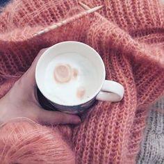 Kaffe og #strikketid ☕️👌🏼 Jeg strikker på noe vårlig i fargene, men noe høstlig i navnet - nemlig #septembersweater fra @petiteknit 💕 I kul patentstrikk som er ganske morsomt å strikke (dog med en del skjønnhetsfeil her og der). Spent på hvordan denne blir på. 😁 #egostrikk #sjølsagtstrikk #selvsagtstrikk #damestrikk #damegenser #strikkagenser #petiteknit #godtidno Tableware, Sweaters, Tricot, Dinnerware, Tablewares, Sweater, Dishes, Place Settings, Sweatshirts
