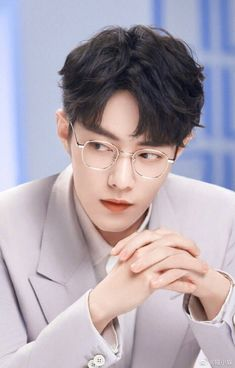 Korean Glasses, Pose Reference Photo, Cute Actors, Portrait Poses, Chinese Boy, Character Aesthetic, Aesthetic Backgrounds, Asian Actors, Pretty Boys