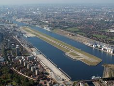 """Aeroporto London City"". # Londres, Reino Unido."