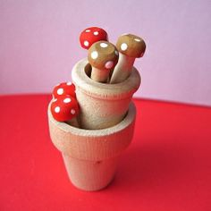 These little toadstool pegs are so easy to make, see for yourself and make a batch.