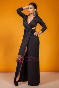 Rochie neagra de ocazie Smooth este un un obiect vestimentar de lungime maxi, care pune accentul pe eleganta clasica unei astfel de tinute. Rochia neagra se remarca prin decupajele de pe laterale din zona taliei, precum si prin decupajul din zona picioarelor, oferindu-ti o alura usor sext.