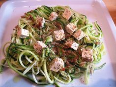 Gemüsespaghetti: Spiralenschneider vs. Sparschäler Julienne. Meine Freundin Ina hat mich auf den Geschmack von Gemüse-Spaghetti gebracht. Hier handelt es...