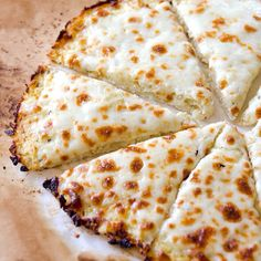Cauliflower Pizza Crust Recipe -- Low carb, low calorie and gluten free cauliflower crust pizza that can take on any of your favourite toppings. Foolproof and delicious low carb meal recipe. Pizza Recipes, Paleo Recipes, Low Carb Recipes, Cooking Recipes, Dinner Recipes, Low Carb Low Calorie, Low Calories, Comidas Light, Cauliflower Crust Pizza