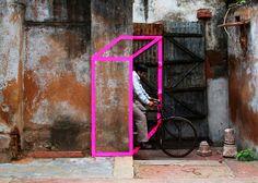 基となる視点とは違う視点と人を介在させるとそこには異空間が生まれる。 しくまれた空間。