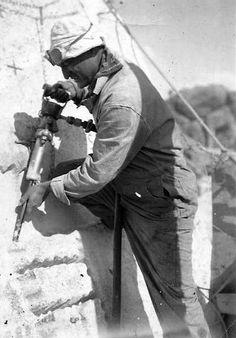 Sculptures du Mont Rushmore (USA) Un tailleur de pierre au marteau pneumatique
