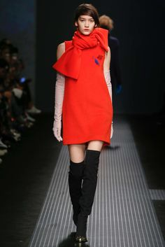See all the Collection photos from MSGM Autumn/Winter 2015 Ready-To-Wear now on British Vogue Vogue Fashion, Runway Fashion, Fashion Show, Fashion Design, Milan Fashion, High Fashion, Style Fashion, Fashion Week 2015, Milano Fashion Week