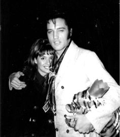 Sandi Miller and Elvis at 1174 Hillcrest Road, Los Angeles, CA, Thursday, December 5, 1968 (Thnx to Sandi Miller for sharing this lovely photo with the ELVIS PICTURES group on fb.) Read an interview with her at: http://www.elvisbrasil.com.br/epbrasil/sandimillerenglish.htm