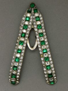 Large V - shaped Ideal Button 1930s Art Deco emerald and clear rhinestone dress clip - Glitzmuseum