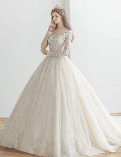 세상에서 가장 아름다운 여자가 되는 날 신부의 품격, 그 이상의 아름다움, 브라이덜수지! Muslim Wedding Dresses, Princess Wedding Dresses, Dream Wedding Dresses, Bridal Dresses, Wedding Gowns, Elegant Dresses, Pretty Dresses, Beautiful Dresses, Formal Dresses