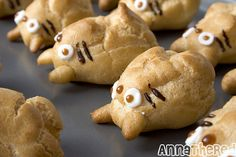these totoro cream puffs are way too cute!