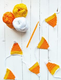 Halloween Candy Corn Garland For She Knows - Little Things Blogged :: It's that time of year again! Fall weather is slowly making its appearance (we still have 20+°C here in Greece)! With Hallowee...