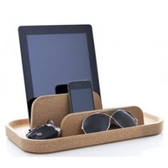 Table Island. Organize your essentials.
