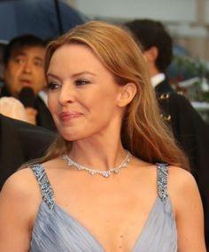 Kylie Minogues sleek hairstyle