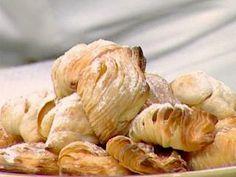 Dolce Italia - Masa hojaldrada de ricotta y semolín, Sfogliatelle Ricce Ricotta, Garlic, Meat, Chicken, Vegetables, Desserts, Recipes, Food, Youtube