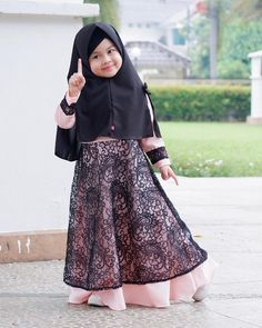 New Baby Fashion Quotes Children Ideas Dresses Kids Girl, Kids Outfits Girls, Baby Boy Outfits, Baby Hijab, Girl Hijab, Dress Anak, Trendy Baby Clothes, Diy Clothes, Foto Baby