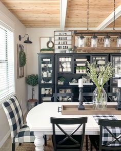 Black Dining Room Furniture, Dining Room Table, Dining Rooms, Rustic Farmhouse Decor, Farmhouse Style, Happy Friday Eve, Log Home Kitchens, Decoration, Living Room Decor