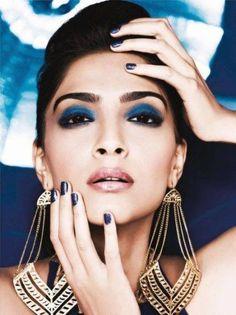 The midnight blue eye #makeup looks ravishing on Sonam Kapoor. Worth trying for sure!