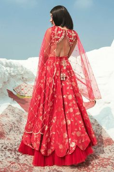 Complete List Of Designers On Sale Right Now! There are so many good Designers On Sale right now. Whether you're looking for lehengas, sharara, sarees or any other fusion wear, check out this post. Indian Bridal Outfits, Indian Designer Outfits, Designer Dresses, Indian Gowns, Indian Attire, Indian Wear, Lehenga Designs, Saree Blouse Designs, Modern Saree
