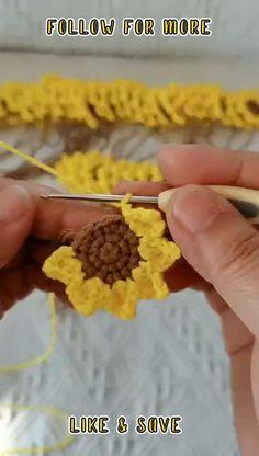 Easy Crochet Hat, Easy Crochet Stitches, Crochet Stitches For Beginners, Beginner Crochet Projects, Crochet Flower Tutorial, Crochet Instructions, Crochet Flower Patterns, Crochet Videos, Crochet Designs