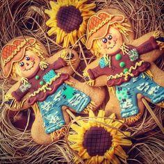 Scarecrow sunflowers by Creative Cookies Belgrade halloween cookies Fall Decorated Cookies, Fall Cookies, Iced Cookies, Cute Cookies, Holiday Cookies, Cupcake Cookies, Cookies Et Biscuits, Sugar Cookies, Cupcakes